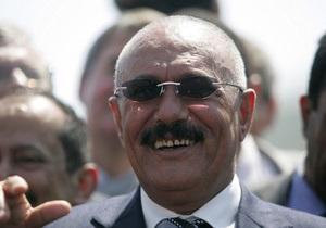 Президент Йемена потребовал от служб безопасности защищать демонстрантов, добивающихся его отставки