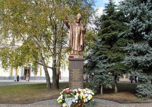 В Житомире открыли памятник Папе Римскому