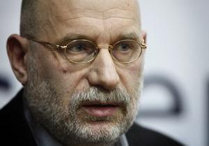 Писатель Борис Акунин предложил протестующим создать движение Честная Россия