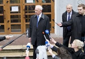 Ъ: В Партии регионов отрицают намерение сменить премьера, мнения экспертов разделились