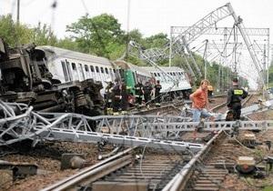 Поезд из Варшавы сошел с рельсов, один человек погиб, десятки пострадали