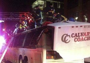 В Бостоне автобус врезался в надземный переход: пострадали свыше 30-ти человек