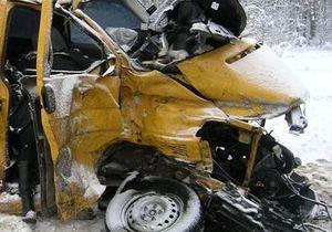 В Житомирской области микроавтобус столкнулся с грузовиком: погибли два человека