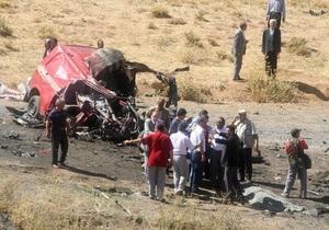 В Турции подорвался микроавтобус: десять погибших