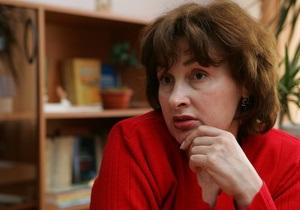 Киевские власти обещают сохранить надбавки учителям