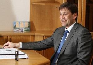 Главе Донецкого облсовета вдвое повысили зарплату  за особый характер работы