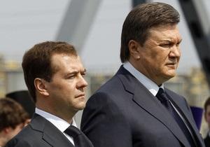 Ъ: В субботу Путин и Медведев поставят Януковича перед трудным выбором