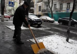 Улицы Киева от снега убирают почти шесть тысяч человек
