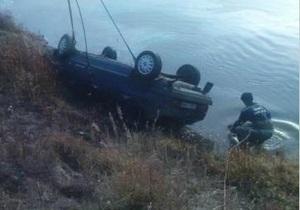 В Черниговской области в результате падения автомобиля в Десну погиб 25-летний мужчина
