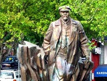 Во Франции хотят установить огромную статую Ленина