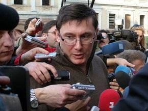 Луценко обвинил Раду в нежелании противодействовать грабежам и разбоям