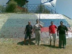 Севастопольцы не дали военным ЧФ закрасить огромный флаг России