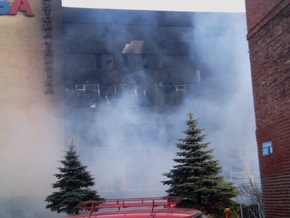 Пожарные пять часов тушили универмаг в Макеевке