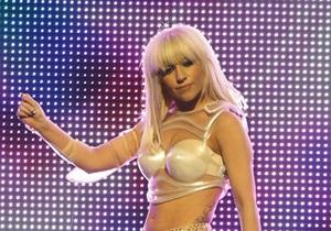Lady GaGa прооперировали бедро