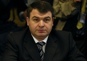 Уволенный Путиным министр обороны России вызван на допрос