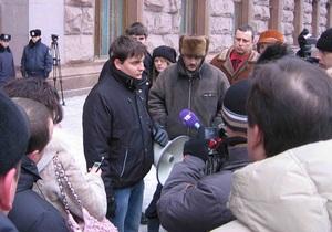 Неизвестный помешал киевлянам сжечь портрет Януковича у столичной мэрии