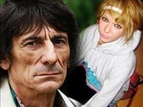 Гитарист The Rolling Stones подарил россиянке гитару Джими Хендрикса