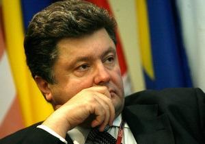 Порошенко считает, что страна живет не по средствам: Украинская экономика уже давно изнасилована