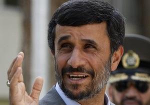 Ахмадинеджад попросил власти США выдать ему визу