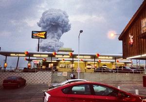 Из-за токсичного дыма пожарным не удается полностью ликвидировать огонь на техасском заводе