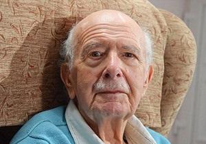 Новости Великобритании - странные новости: Жителю Британии насильно сбрили усы, которые он отращивал 70 лет