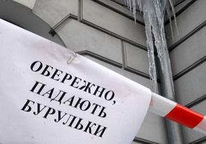 В Одесской области на водонапорной башне образовалась четырехтонная ледяная глыба