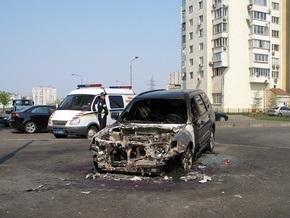В Киеве на Харьковском массиве сгорело два автомобиля