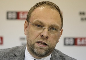 Власенко держит интригу по поводу возможного приезда Тимошенко на суд в Киев