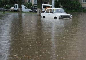 В Луцке из-за проливного дождя затопило ряд улиц