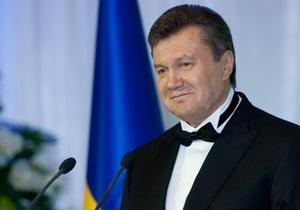 Президент и премьер поздравили украинок с 8-м марта