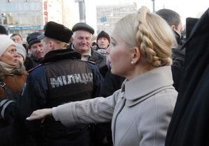 Тимошенко заявила, что ей запрещают поддерживать Луценко: Тогда пусть ставят к стенке и расстреливают