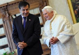 Саакашвили получил подарок от Папы Римского