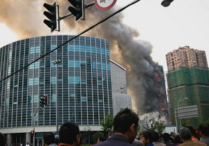 Пожар в высотном здании в Шанхае: погибли 42 человека