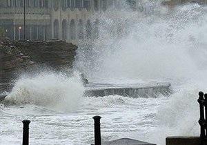В Сочи шторм смыл в море строящийся порт