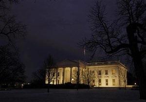 На территорию Белого дома бросили дымовую шашку