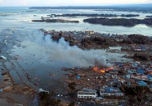 В Японии прорвало дамбу: потоки воды смывают дома