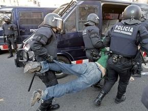 В Барселоне бастующие студенты подрались с полицией: около 30 человек ранены