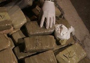 Гражданин Канады пытался ввезти в Украину 755 кг гашиша, спрятав груз среди керамической плитки