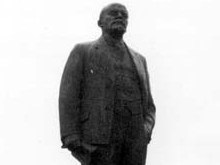 В Полтаве Ленина облили желтой краской