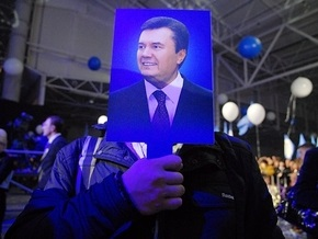 Опрос: Янукович является фаворитом на Востоке и Юге, Тимошенко - на Западе и в Центре