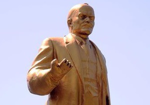 В Донецке в результате реставрации изуродовали памятник Ленину