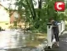 Украину штормит