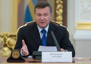 Янукович подписал закон, обязывающий выплачивать зарплату два раза в месяц