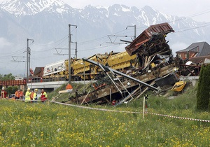 В Швейцарии поезд столкнулся с локомотивом, восемь человек пострадали