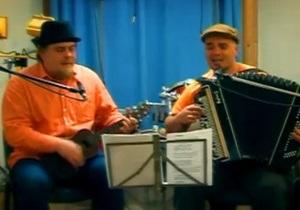 СМИ: Белорусские радиостанции обязали ставить в эфир песню с припевом  Cаня останется с нами