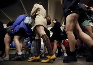 Фотогалерея: В метро без штанов