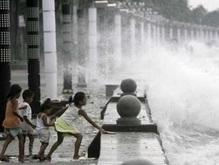 Жертвами тайфуна на Филиппинах стали 12 человек