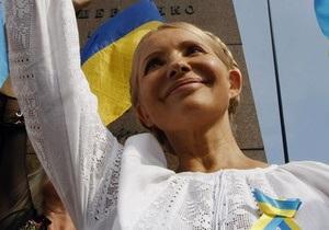 Тимошенко напомнила, как Табачник срывал национальный флаг с мэрии Киева