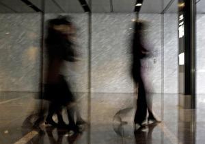 Новости науки - психология: нападение грабителей может привести к паранойе - ученые