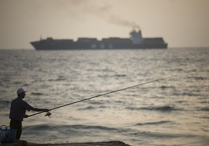 Судно, направлявшееся в Газу с гуманитарной помощью, прибыло в египетский порт
